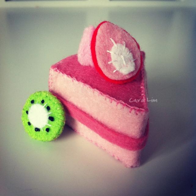 strawberry_felt_cake_by_bibiluv-d5jm2d3
